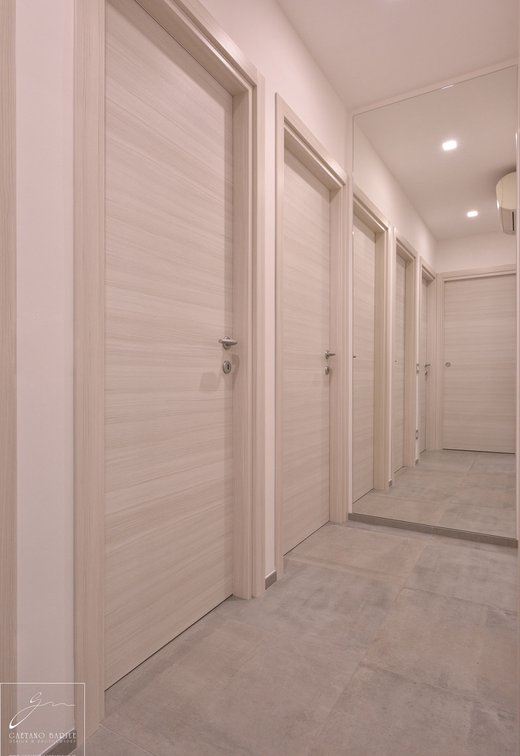 Private home, Andria: Marca Corona porcelain stoneware tiles